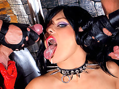 Fetish girl in leather gets double penetrated