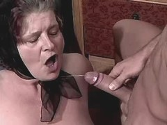 Granny gets fuck n catches cumshot