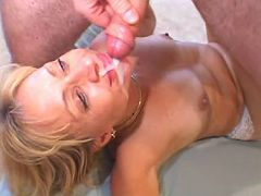 Steamy mom fucking husband and getting some juice